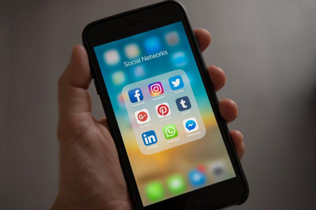 Social media influencer meaning in Marathi