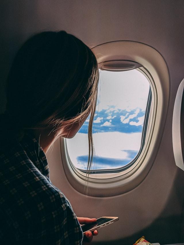 पहिला विमान प्रवास करताना